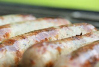 Рецепт куриных колбасок с овощами